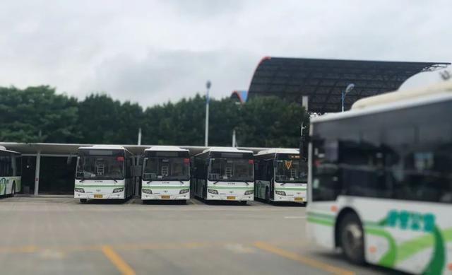 上海最长公交线:单程96公里,动辄开三四个小时,却带着很多人回家