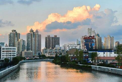 """打造苏州河两岸""""生活秀带"""",让城市历史文脉与河滨风光相得益彰"""