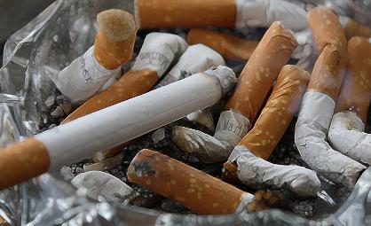 """《上海市民健康公约》发布:""""乱扔垃圾""""可行政处罚,正探索室外吸烟点标准"""