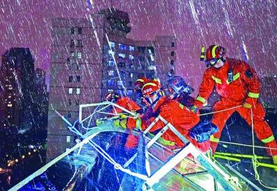 """上海为迎战今年第4号台风""""黑格比"""",全面落实各项防汛防台措施"""