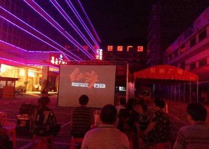 """8月3号起正式开启为期三个月的""""上海观影惠民季"""",直接对市民购票进行补贴"""
