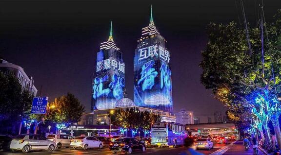 """伴随又一年""""玉兰绽放"""",短短半个月的上海国际电影电视节就要暂告一段落了"""